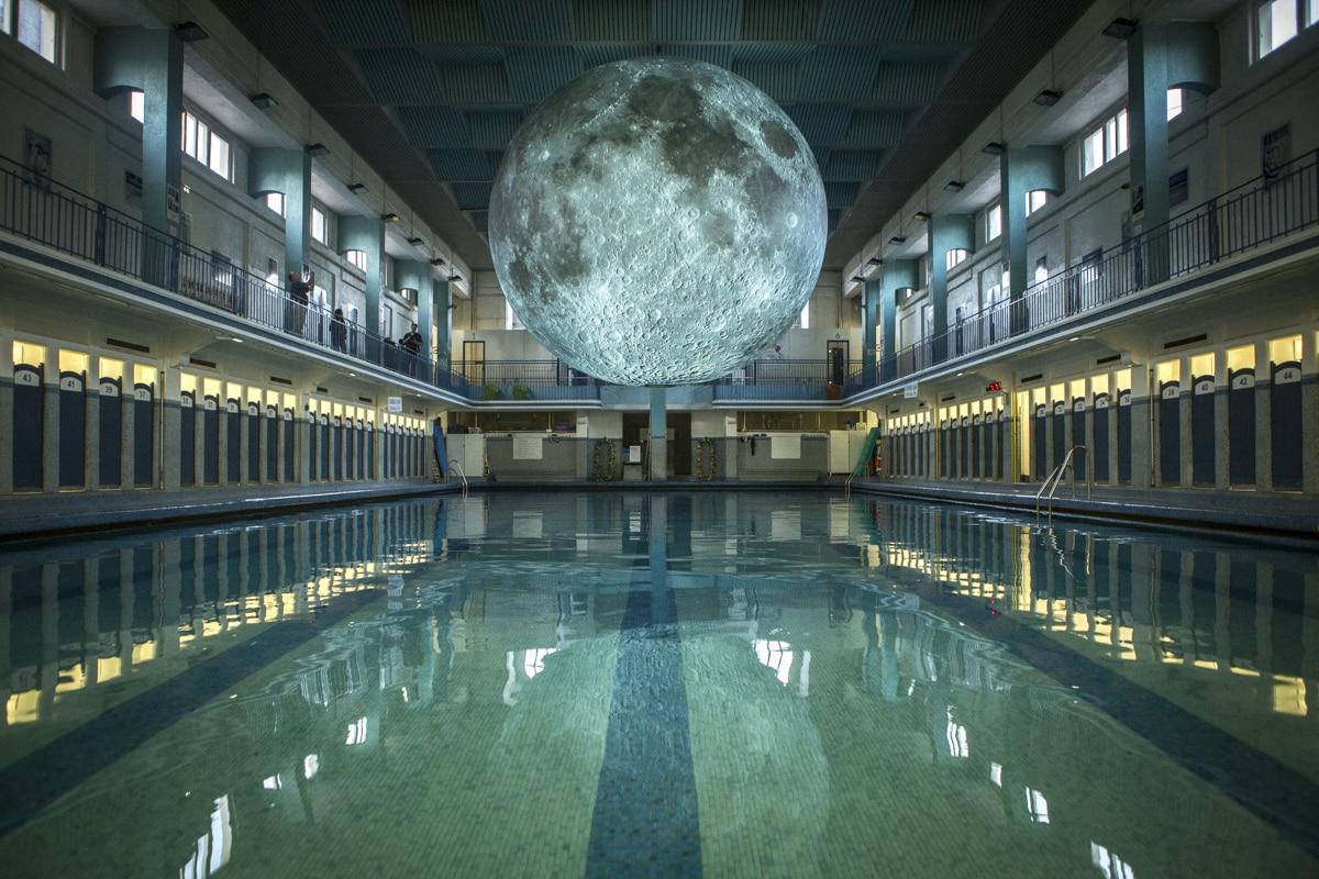 Museum Of The Moon Les Tomb 233 Es De La Nuit Festival